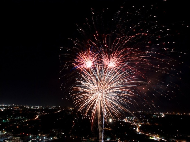 http://austin.culturemap.com/news/entertainment/06-29-15-austin-fireworks-fourth-4th-july-events-central-texas/slideshow#slide0
